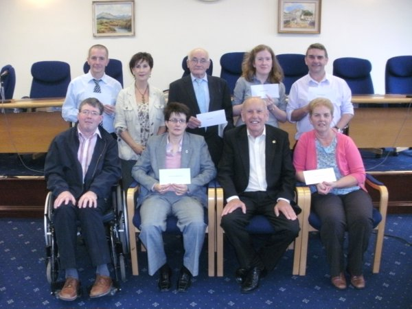 Former Mayor Mick Murphy distributes proceeds of Charity Ball